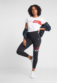 Tommy Sport - GRAPHIC FLAG TEE - Print T-shirt - white - 1
