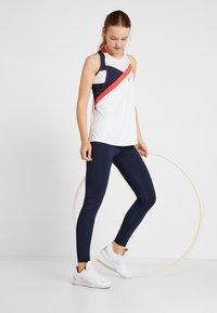 Tommy Sport - BLOCKED HIGH NECK TANK LOGO - Treningsskjorter - white - 1