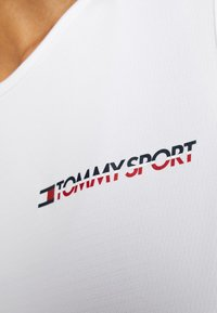 Tommy Sport - CROPPED TANK TOP LOGO - T-shirt de sport - white - 5