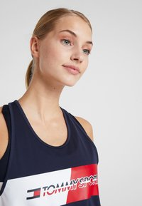Tommy Sport - GRAPHIC FLAG TANK  - Top - blue - 3