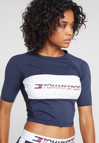 Tommy Sport - BLOCKED TEE CROPPED LOGO - T-shirts med print - blue - 4