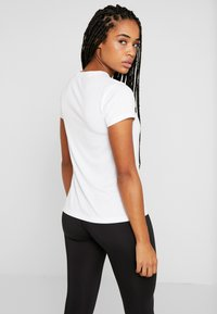 Tommy Sport - TEE CHEST LOGO - T-shirt imprimé - white - 2