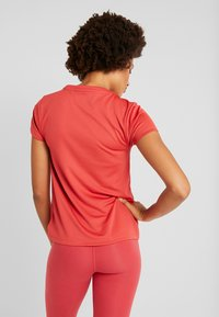 Tommy Sport - TEE CHEST LOGO - Printtipaita - red - 2