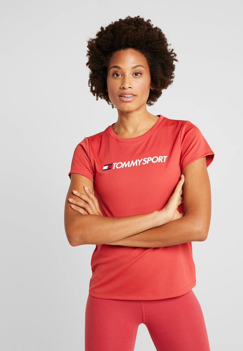 Tommy Sport - TEE CHEST LOGO - Printtipaita - red