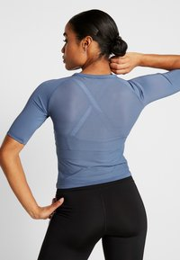 Tommy Sport - TIGHT TEE - Printtipaita - blue - 2