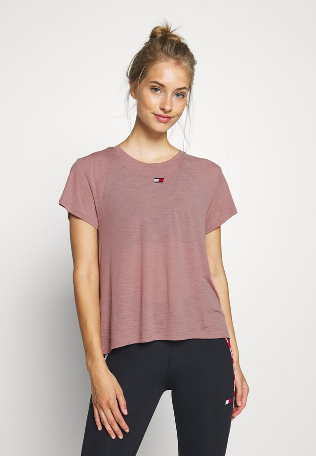 PERFORMANCE - T-Shirt print - red dust