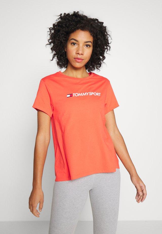 MIX CHEST LOGO - Print T-shirt - orange