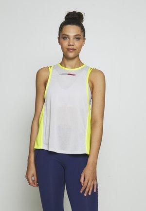 STRAPPY BOYFRIEND TANK - Koszulka sportowa - green