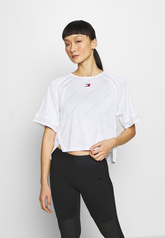 PERFORMANCE BOXY - Print T-shirt - white