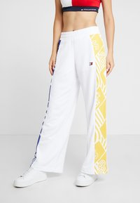 Tommy Sport - GRAPHIC CULOTTE PANTS - Tracksuit bottoms - white - 0