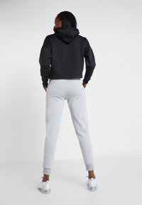 Tommy Sport - JOGGER WITH TAPE - Joggebukse - grey - 2