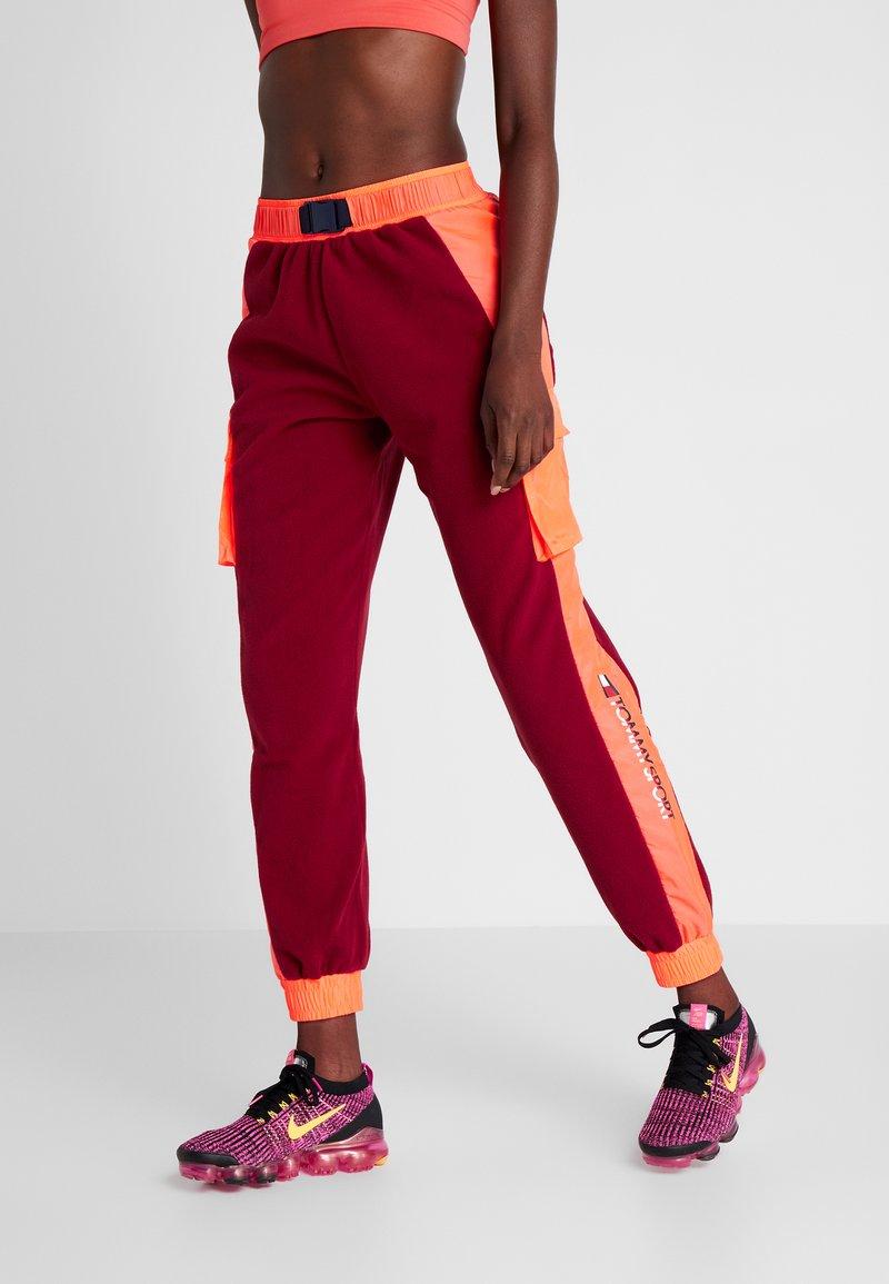 Tommy Sport - BLOCKED POLAR MIX PANT - Teplákové kalhoty - red