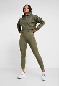 Tommy Sport - LEGGING 7/8 - Collant - green - 1