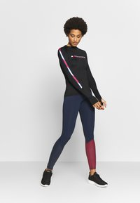 Tommy Sport - BASE LAYER WITH TAPE - Maglietta a manica lunga - black - 1