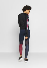 Tommy Sport - BASE LAYER WITH TAPE - Maglietta a manica lunga - black - 2