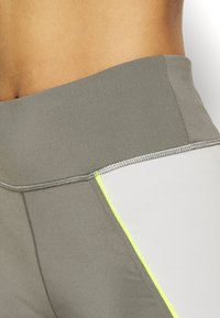Tommy Sport - HIGHWAIST TRAINING LEGGING - Leggings - grey - 5