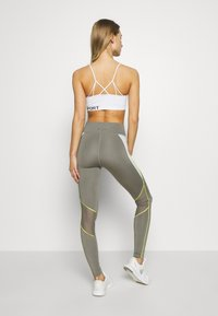 Tommy Sport - HIGHWAIST TRAINING LEGGING - Leggings - grey - 2