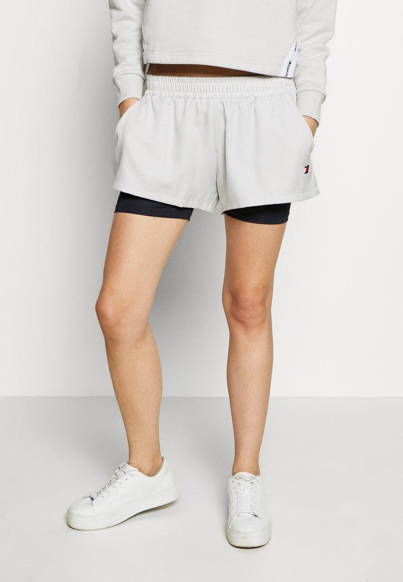 Tommy Sport - SHORT 2-IN-1 - Sports shorts - grey