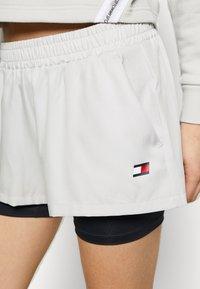 Tommy Sport - SHORT 2-IN-1 - Sports shorts - grey - 4