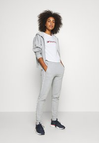 Tommy Sport - CUFFED PANT PIPING - Tracksuit bottoms - grey heather - 1