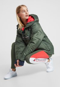Tommy Sport - BLOCK INSULATION JACKET - Vinterjakke - green - 1