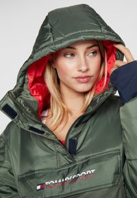 Tommy Sport - BLOCK INSULATION JACKET - Vinterjakke - green