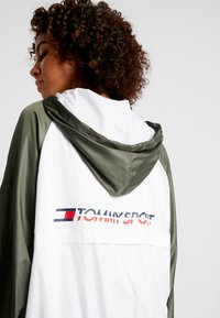 Tommy Sport - LINED WITH BACK LOGO - Veste coupe-vent - white - 4