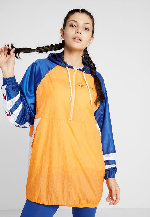 WINDBREAKER DRESS - Tuulitakki - orange