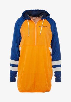 WINDBREAKER DRESS - Windbreaker - orange