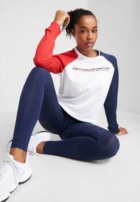 Tommy Sport - CREW COLORBLOCK LOGO - Sweatshirt - white - 1