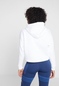 Tommy Sport - CROPPED HOODY - Sweat à capuche - white - 2