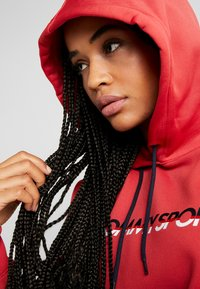 Tommy Sport - CROPPED HOODY - Huppari - red - 3