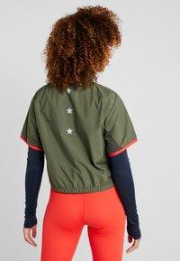 Tommy Sport - BLOCKED STARS ZIP SHELL - Topper langermet - green - 2