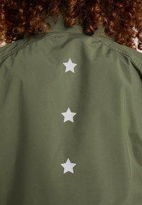 Tommy Sport - BLOCKED STARS ZIP SHELL - Longsleeve - green - 6