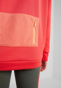 Tommy Sport - BLOCKED CREW LOGO - Sudadera - red - 4