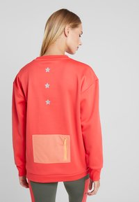 Tommy Sport - BLOCKED CREW LOGO - Sudadera - red - 2