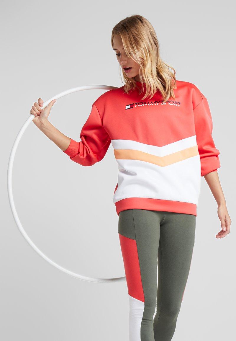Tommy Sport - BLOCKED CREW LOGO - Sweatshirt - red