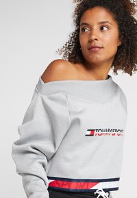 Tommy Sport - CROP WITH TAPE - Forro polar - grey - 4