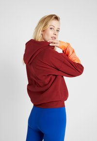 Tommy Sport - BLOCKED POLAR MIX HOODIE - Jersey con capucha - red - 2