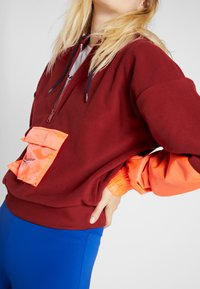 Tommy Sport - BLOCKED POLAR MIX HOODIE - Jersey con capucha - red - 6