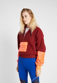 Tommy Sport - BLOCKED POLAR MIX HOODIE - Jersey con capucha - red - 0