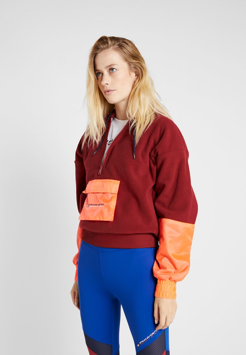 Tommy Sport - BLOCKED POLAR MIX HOODIE - Jersey con capucha - red