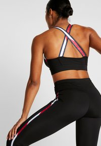 Tommy Sport - TAPE BRA MEDIUM IMPACT - Urheiluliivit - black - 2