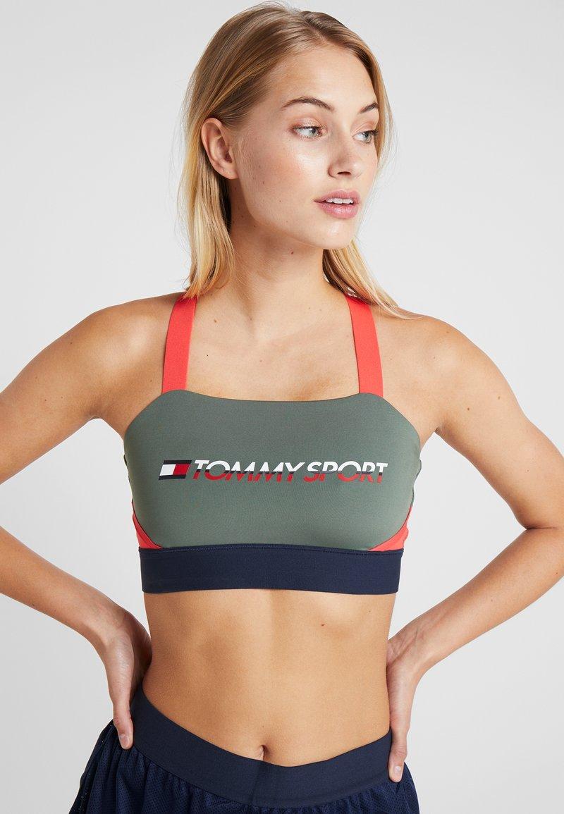 Tommy Sport - BLOCKED ADJUST BRA MID LOGO - Sports bra - green