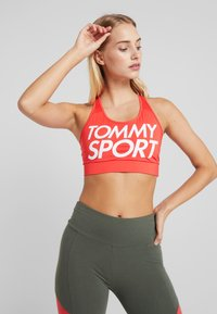 Tommy Sport - SPORTS BRA LOGO MID - Sport BH - red - 0
