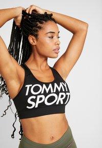 Tommy Sport - SPORTS BRA LOGO MID - Sport BH - black - 0