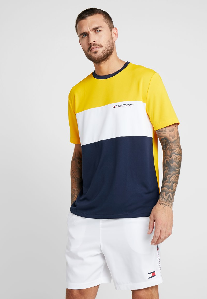 Tommy Sport - RETRO COLOURBLOCK LOGO TEE - Print T-shirt - gold fusion