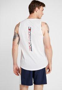 Tommy Sport - TANK BACK LOGO - Funkční triko - white - 0