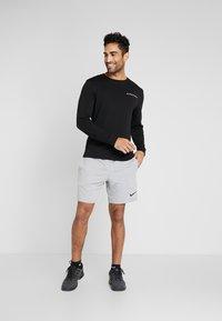 Tommy Sport - LONG SLEEVE TEE - Sports shirt - black - 1