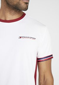 Tommy Sport - CLASSICS TEE - T-shirt print - white - 5